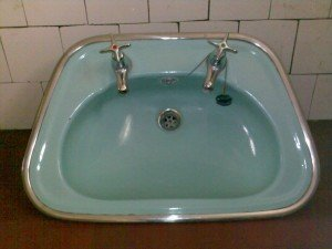 green enamelled sink
