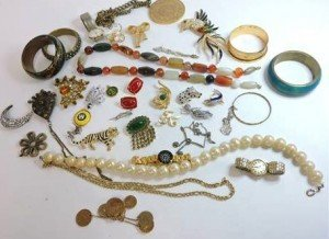 A large lot of vintage jewellery