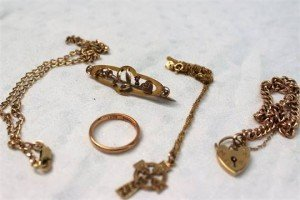Assorted 9ct yellow gold jewellery