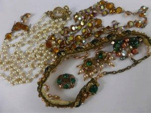 quantity of costume jewellery