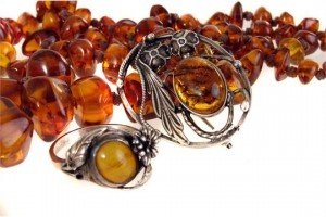 Three items of amber jewellery