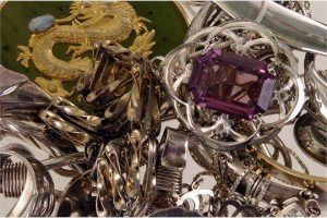 silver and other jewellery items