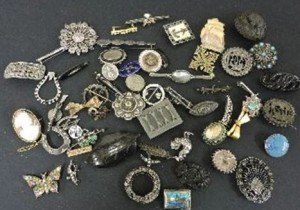 collection of assorted brooches