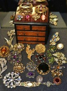 collection of costume jewellery i