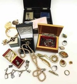 assorted jewellery i