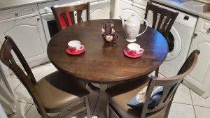 circular dining table,