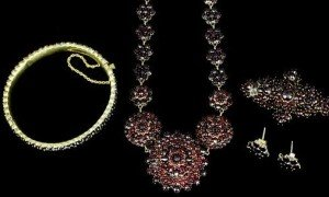 suite of jewellery