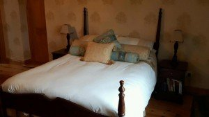 four poster double bed