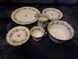 daisy patterned dinner ware