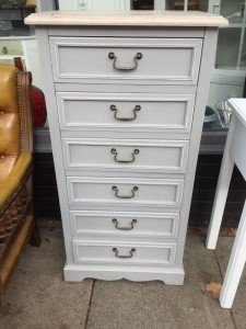 chest of six drawers