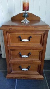 chest of three drawers