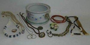 vintage jewellery pieces
