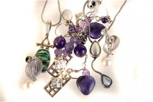 Six items of jewellery