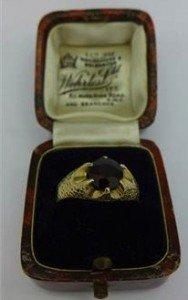 9 carat gold and garnet ladies ring
