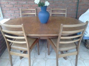 oval dining table,