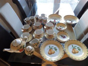 Churchill Hill dinner set
