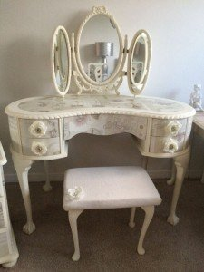 kidney shaped vanity table
