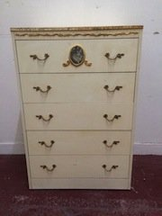 chest of five drawers