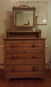 pine vintage dresser,