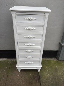 chest of seven drawers